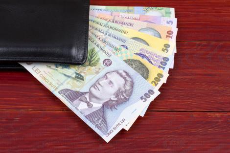 Bani de la stat pentru părinți! Cine poate primi ajutorul de 500 de lei, oferit de Primăria Capitalei