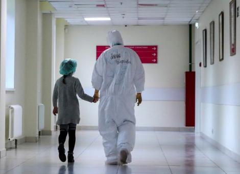 """Copiii infectați cu noul coronavirus dezvoltă simptome cumplite. Experții OMS trag alarma, în întreaga lume: """"Este urgent!"""""""