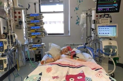 """O fetiță de cinci ani se zbate între viață și moarte după ce s-a vindecat de COVID-19 și a dezvoltat un sindrom rar: """"Starea ei s-a înrăutățit dramatic în șase săptămâni!"""""""