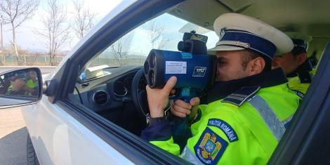Poliţia Română: Opt şoferi au fost depistaţi circulând cu peste 200 de kilometri la oră pe autostrăzi, în weekend
