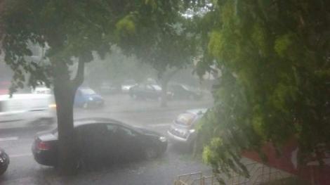 Ploi torențiale, vijelii și grindină, în mai multe zone din țară, în următoarele ore! Care sunt zonele vizate