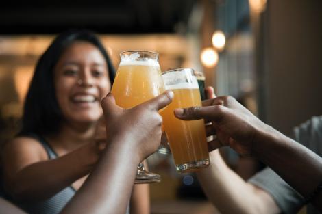 Val de scumpiri: Cât va ajunge să coste o bere la terasă? Ce măsuri vor lua patronii pentru a recupera din pierderi