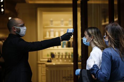"""Tu știai asta? De ce se ia temperatura la intrarea în magazine. Nelu Tătaru vine cu răspunsul: """"Este un moment în care noi trebuie să gestionăm un minim triaj epidemiologic"""""""