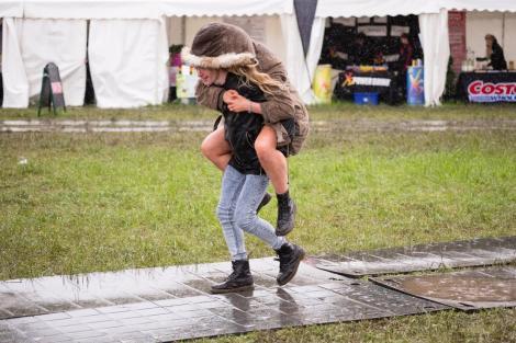Alertă! Ploi, vânt puternic și grindină, în România! Unde va ploua torențial, în următoarele zile
