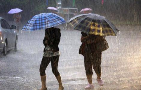 Nu scăpăm de vremea rea! Ploi torențiale, vânt puternic și grindină, în mai multe regiuni din țară! Care sunt zonele afectate
