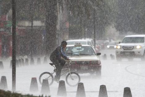 Meteorologii, o nouă alertă de vreme severă! Ploi torențiale, vijelii și grindină, în România, până duminică seară.