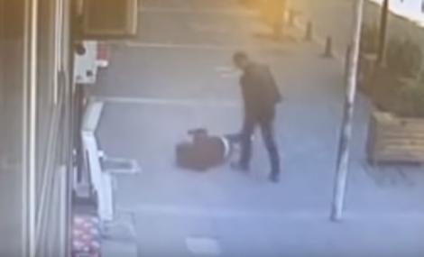 Mamă și fiică, lovite cu sălbăticie, în plină stradă! Martorii, detalii șocante despre incident. De la ce ar fi început totul