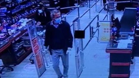 """Cine este bărbatul care și-a pierdut 30.000 de euro într-un supermarket. Surse din poliție: """"E un om foarte influent!"""""""