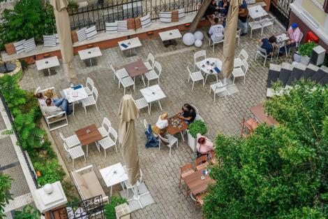 În ce condiții vom putea ieși la terase? Cine va putea sta la aceeași masă? Alexandru Rafila, despre viața după 1 iunie