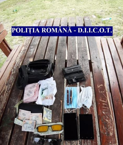 Timiş: Droguri trimise din Spania, ascunse în colete, găsite de poliţişti şi procurorii DIICOT/ Liderul grupării a fost reţinut