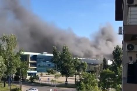 Incendiu violent în zona Metalurgiei din București! Pompierii intervin cu zeci de de autospeciale