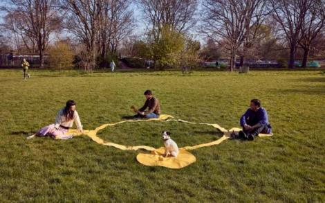 Cum o să ieşi la iarbă verde după izolare: Pătura de picnic pentru distanţare socială