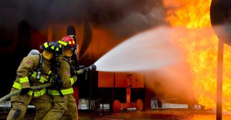 Tragedie în Constanța după explozia unei butelii! Casa s-a prăbușit, iar proprietara, arsă toată, a fost scoasă de sub dărâmături de pompieri
