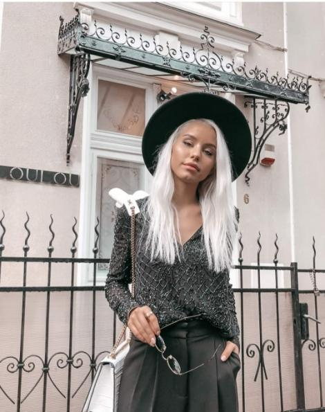 FOTO| Cum arăta Carmen Grebenișan în copilărie! N-ai fi crezut într-o astfel de transformare! Imagini de colecție cu frumoasa blondină!