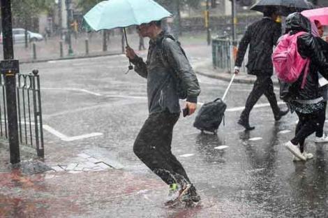 Alertă! Cod galben de ploi torențiale și vijelii prelungit, în România! Unde va ploua puternic, în următoarele zile