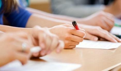 Peste 170.000 de absolvenţi ai clasei a VIII-a s-au înscris pentru a susţine Evaluarea Naţională, care începe luni