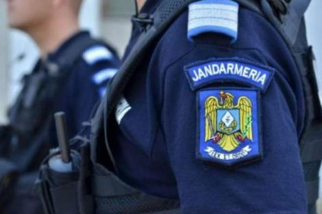 A fugit din centrul de carantină pentru a se răzbuna! Un bărbat din Petroşani a dat buzna în casa fostei sale iubite pentru a-l atacat pe actualul partener. A regretat imediat