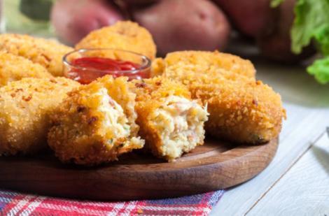 Crochete de pui cu cartofi și cașcaval. Gustări calde și delicioase, pentru mese copioase!