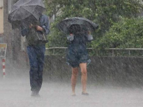 Potop, în România! Cum va fi vremea, în următoarele două săptămâni! Unde va ploua puternic