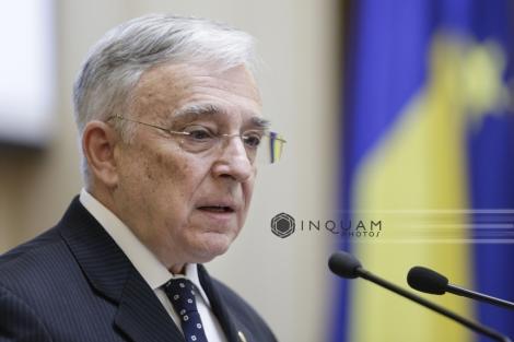 """CNSAS a cerut în instanţă """"constatarea calităţii de colaborator al Securităţii"""" pentru Mugur Isărescu"""