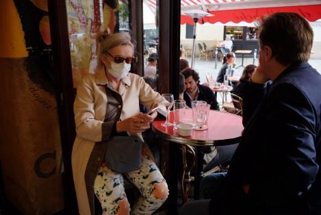 """Probabilitatea de îmbolnăvire în restaurante este foarte mare. Medicii lansează apeluri disperate: """"Și-așa avem destule cazuri de coronavirus"""""""