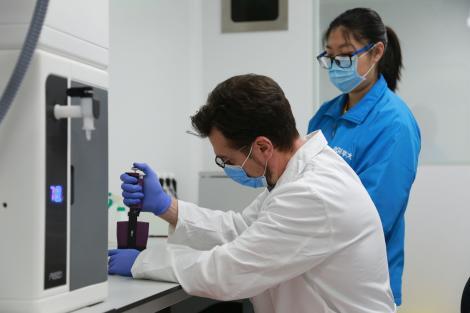 """Unul dintre cele mai lăudate medicamente în lupta cu noul coronavirus, scos din schema de tratament: """"Nu este eficient!"""""""
