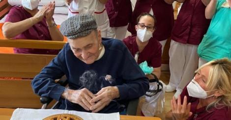 """Un bărbat a învins coronavirusul la 105 ani, după ce a prins și Al Doilea Război Mondial: """"Recuperarea lui e o lecție de viață pentru noi toți"""""""