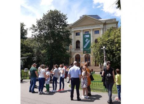 """Peste 1.200 de vizitatori, în prima zi în care Muzeul """"Antipa"""" a reluat activitatea cu publicul"""