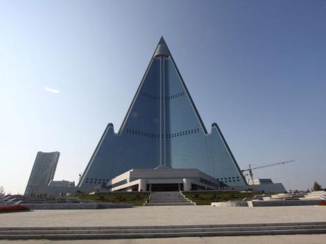 Hotelul în care n-a stat nimeni niciodată! 105 etaje, 330 metri înălțime, 3000 de camere. Cea mai înaltă clădire nelocuită din lume