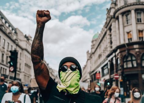 Lewis Hamilton a participat la manifestaţiile împotriva rasismului de la Londra