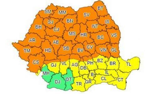 Cod portocaliu de ploi torenţiale, vijelii, descărcări electrice şi grindină, în Banat, Crişana, Maramureş, Transilvania, în Moldova şi în zona montană a Olteniei şi Munteniei; de marţi dimineaţă, va fi Cod galben în toată ţara