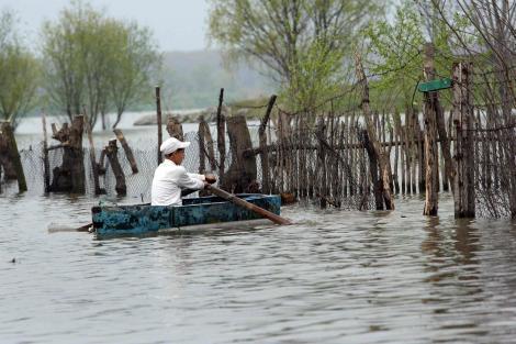 Avertizare RO-ALERT: Cod roșu de inundații în trei județe din România. Oamneii au fost sfătuiți să evite zonele cu risc ridicat