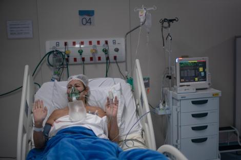 """Record în România, la chinul provocat de COVID-19! Un singur om, 15 teste pozitive! De cât timp stă în spital. """"A fost chemat psihologul"""""""