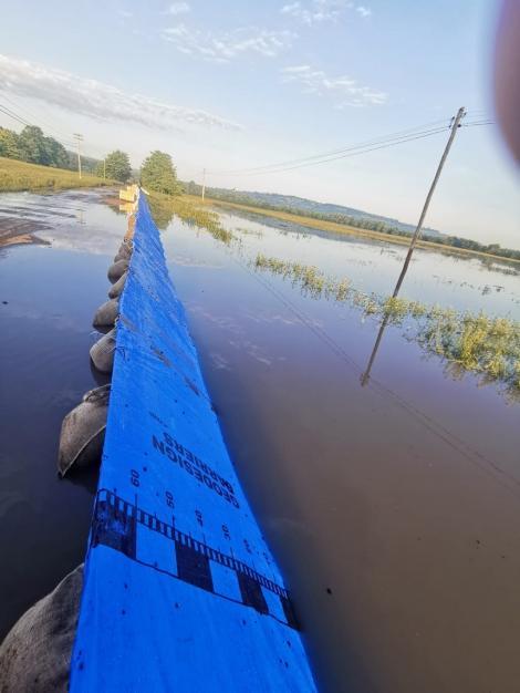 IGSU: Inundaţii în 36 de localităţi din 18 judeţe, cele mai afectate fiind  Argeş, Botoşani şi Hunedoara. 160 de persoane au fost evacuate din zona inundabilă a Prutului