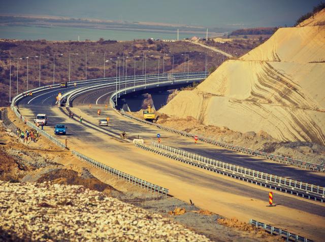 Bode: Asistăm la un moment istoric, semnarea primului contract de proiectare şi execuţie pentru autostradă în Sălaj/ Anul acesta vom da în trafic 25 de kilometri din Autostrada Transilvania