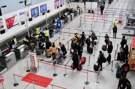 Cât de mare este posibilitatea de a te infecta cu Covid-19 în aeroport? Alexandru Rafila, mesaj pentru românii care vor să plece în concediu în străinătate