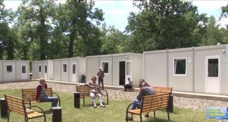 Imagini inedite! Containerele pregătite pentru tratarea bolnavilor de Covid-19 au devenit adăpost pentru oamenii străzii