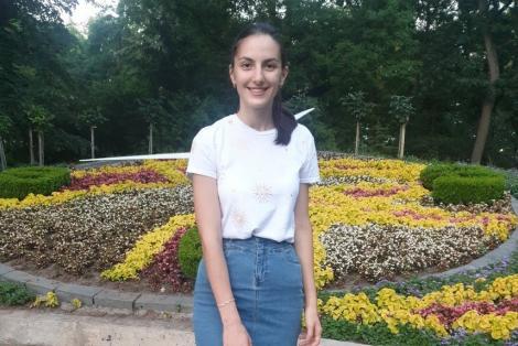 """O singură elevă din Brăila a obţinut media 10 la Bacalaureat: """"Îmi doresc să devin profesor de Limba română!"""""""