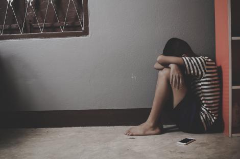 A fugit din carantină, ca să-și abuzeze copilul! Bărbatul a dat buzna în casa fostei soții și l-a atacat pe băiețelul de zece ani
