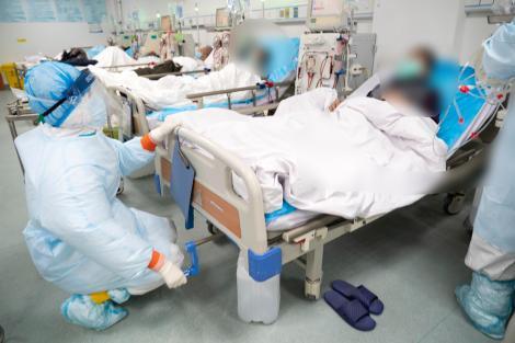"""Relatări din sala de operație: """"Ar fi trebuit să trăiască încă 20 sau 30 de ani"""". Medici înmărmuriți în urma autopsilor morților COVID"""