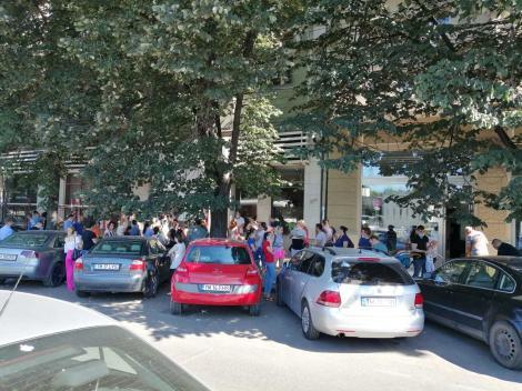 Aproximativ o sută de oameni, la coadă pentru a-şi înscrie copiii la creşele de stat din Timişoara
