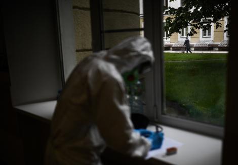 România depășește un nou record al îmbolnăvirilor! Cele mai sumbre previziuni s-au adeverit: aproape 700 de cazuri noi, în ultimele 24 de ore