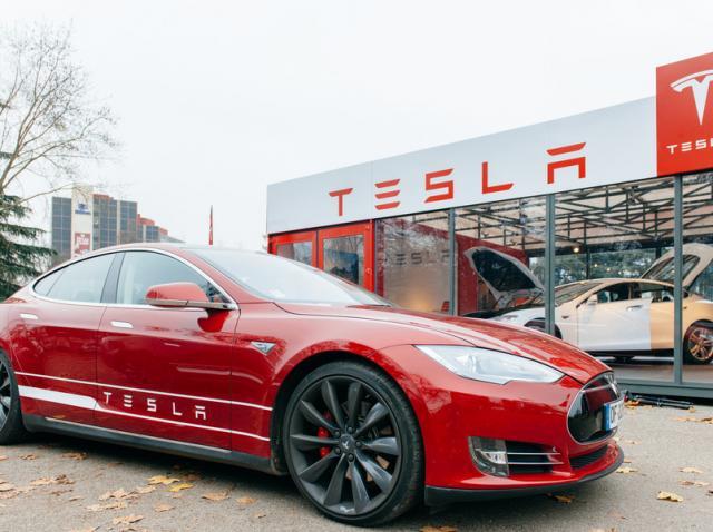 O instanţă germană interzice Tesla să promoveze sistemul autopilot al automobilelor sale