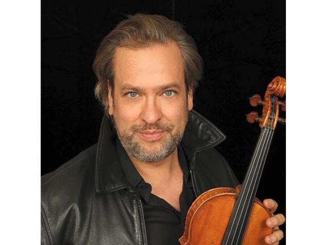 """Orchestra Filarmonicii """"George Enescu"""" şi violonistul David Lefèvre, concert în faţa Ateneului Român"""