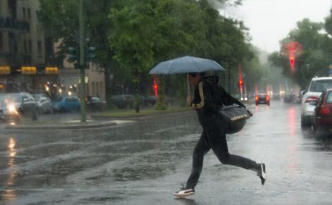 Meteorologii, anunț de ultimă oră. Cod portocaliu de ploi torențiale, vijelii și grindină, în cea mai mare parte a țării, în următoarele ore