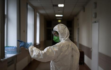 Alarmant! 450 de cazuri noi de coronavirus, în ultimele 24 de ore. Numărul de îmbolnăviri poate readuce starea de urgență în România