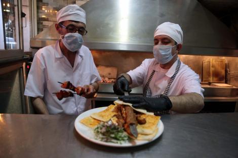 Ludovic Orban și Nelu Tătaru pregătesc redeschiderea restaurantelor în condiții speciale. Măsuri de relaxare în noul context
