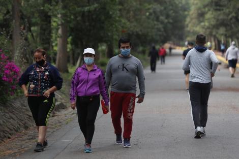 """Avertisment dur! """"Virusul a început să se trasmită tot mai mult în aer liber"""". Zonele turistice, surse de răspândire a Covid-19"""