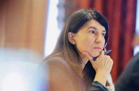 Ministrul Muncii îi cere scuze unei femei din Alba care a primit timp de 16 ani pensie mai mică, din cauza unei erori de calcul. Violeta Alexandru cere demisia şefului de serviciul vinovat