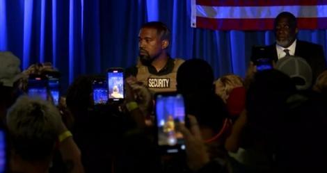 Kanye West, în lacrimi la primul miting din campania prezidenţială, a explicat de ce este împotriva avortului şi a controlului armelor de foc